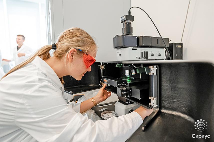 Двухлазерный микроскоп Сonfotec® Duo в центре Сириус на программе Большие вызовы